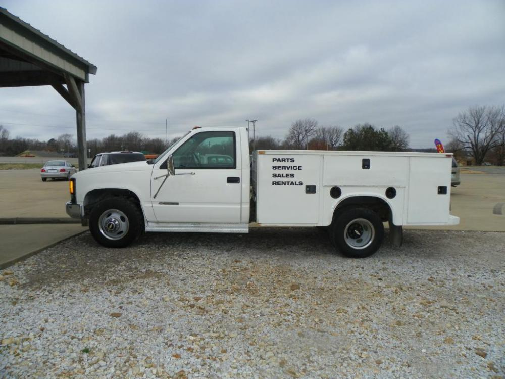 1999 White Chevrolet C/K 3500 Reg. Cab 2WD (1GBJC34R9XF) with an 5.7L V8 OHV 16V engine, AUTOMATIC transmission, located at 82681 US-59, Stilwell, 74960, (918) 696-2597, 35.814781, -94.625877 - Photo #0