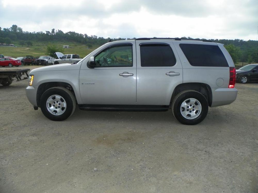 2007 Beige Chevrolet Tahoe LS 4WD (1GNFK13037J) with an 5.3L V8 OHV 16V FFV engine, 4-Speed Automatic Overdrive transmission, located at 82681 US-59, Stilwell, 74960, (918) 696-2597, 35.814781, -94.625877 - Photo #0